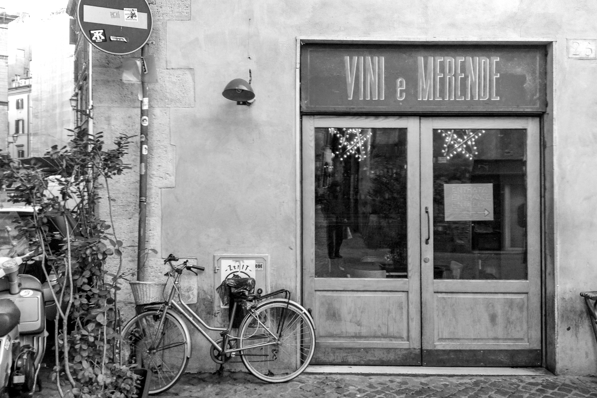 mainerorocca rome italy street scene